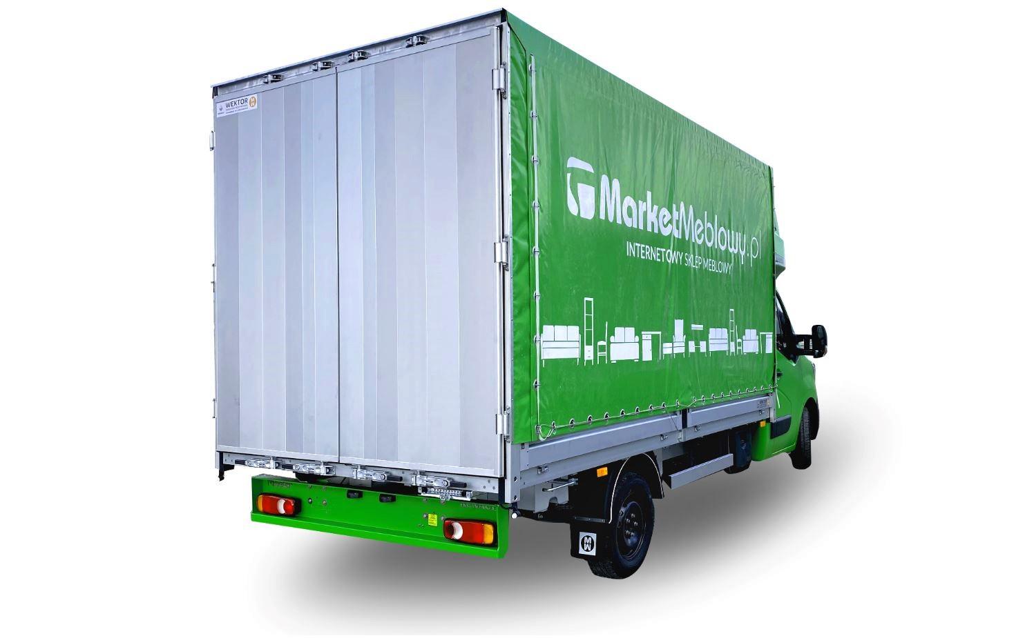 Zöld doboz ponyvával, alumínium ajtókkal
